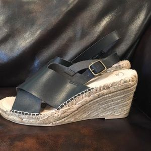New Gap Wedge Sandal